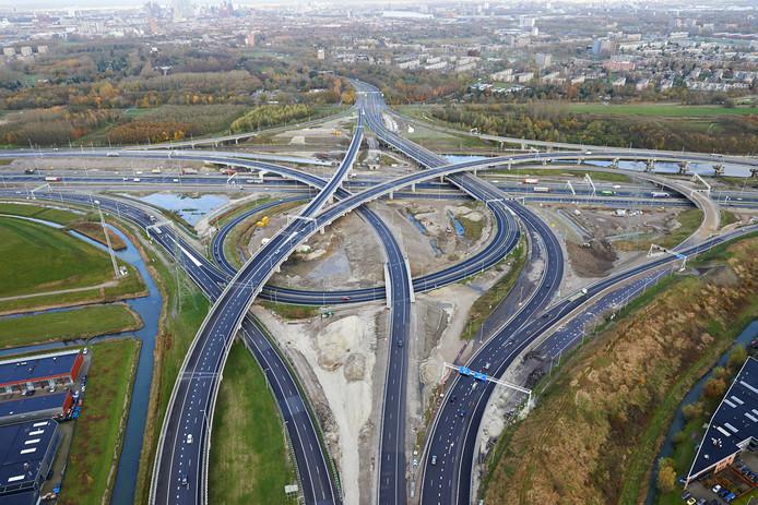 Op de A15 tussen het Vaanplein (foto) en Hoogvliet komen extra politiecontroles.