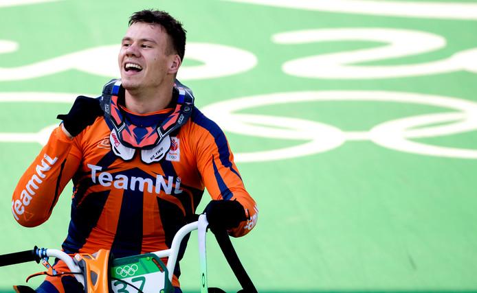 Jelle van Gorkom juicht na het behalen van een zilveren medaille op de Olympische Spelen van 2016.