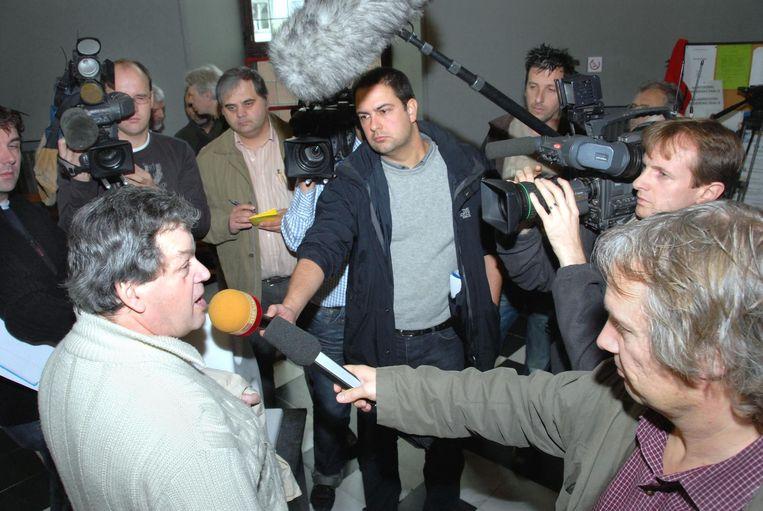 Vervloesem is niet vies van een beetje persaandacht. Hier bij zijn veroordeling in 2005 voor zedenfeiten, waarvoor hij vijf jaar celstraf kreeg.