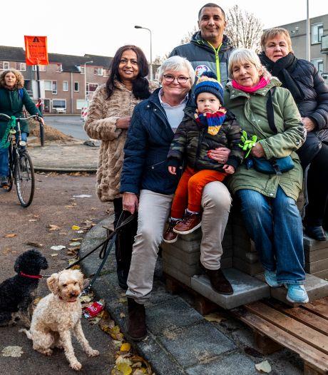 Utrechtse Schaakbuurt doet met negenhonderd handtekeningen uiterste poging om bushaltes te redden