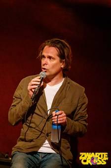 Hans Teeuwen heeft boodschap voor 'witte mensen op Zwarte Cross'