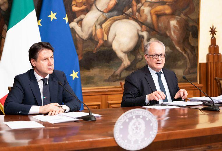 De Italiaanse premier Giuseppe Conte (links) en zijn minister van Economie Roberto Gualtieri.