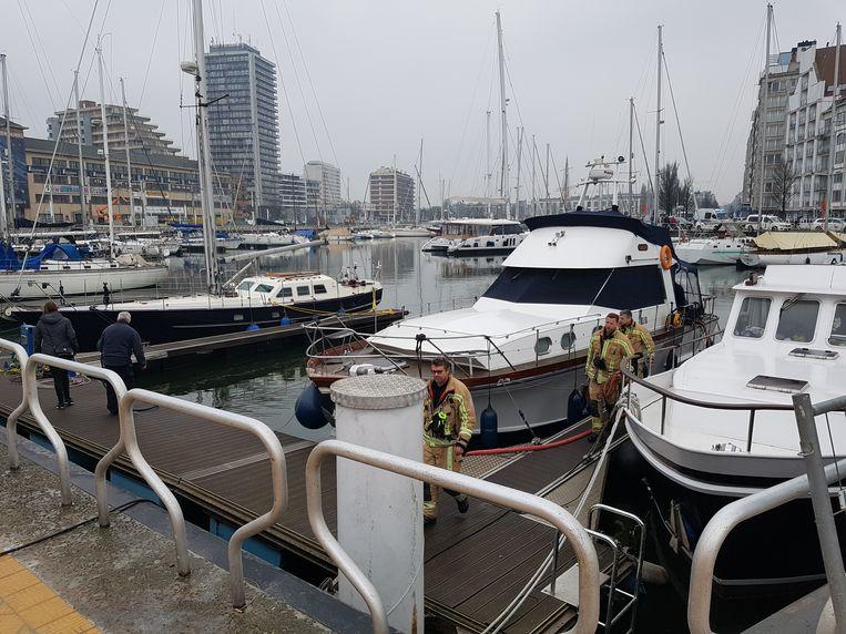 De brandweer pompte het jacht leeg en voorkwam dat de boot zonk.