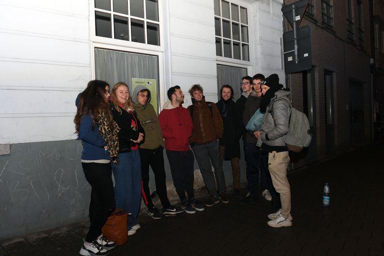 De studenten die boven het restaurant wonen, beleefden een korte nacht en werden tijdelijk geëvacueerd uit veiligheidsoverwegingen.