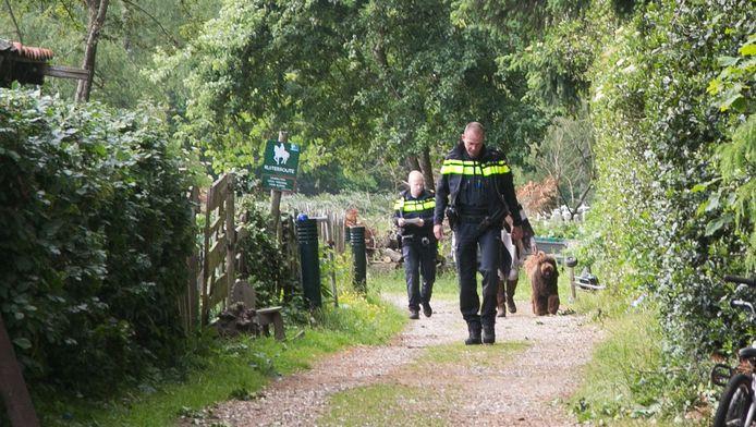 De politie doet onderzoek aan de Jachthuislaan.