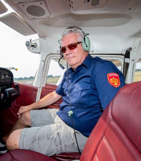 René heeft 'geluk': hij speurt vanuit vliegtuigje naar natuurbranden op hete en droge Veluwe