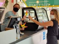 """Lunchzaak District in de studentenbuurt deelt gratis ijs uit: """"De actie loopt nog tot woensdag"""""""