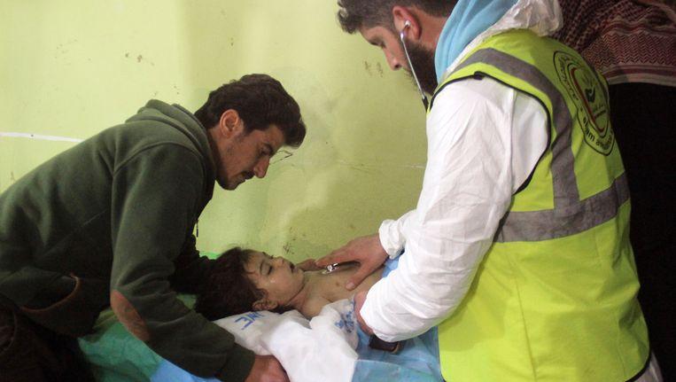 Syrië en Rusland beweren dat er bij de veronderstelde gifgasaanval op Khan Shaykhun mogelijk een munitiedepot met chemische wapens van de rebellen of terroristen is geraakt.