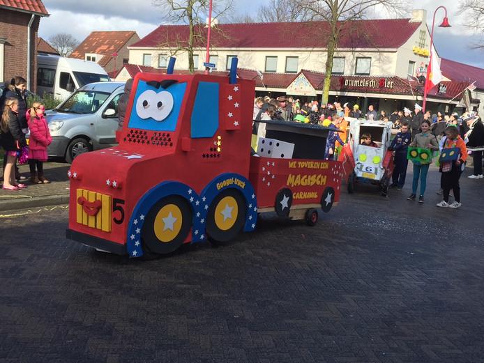 Luyksgestel stroomde vol voor de jaarlijkse carnavalsoptocht.