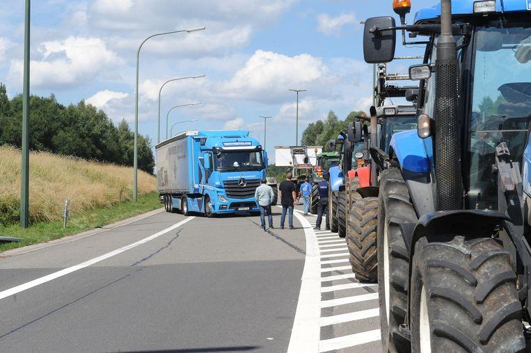 Protesten van boeren in België. De boeren willen met hun acties onder meer een betere melkprijs afdwingen. Beeld belga