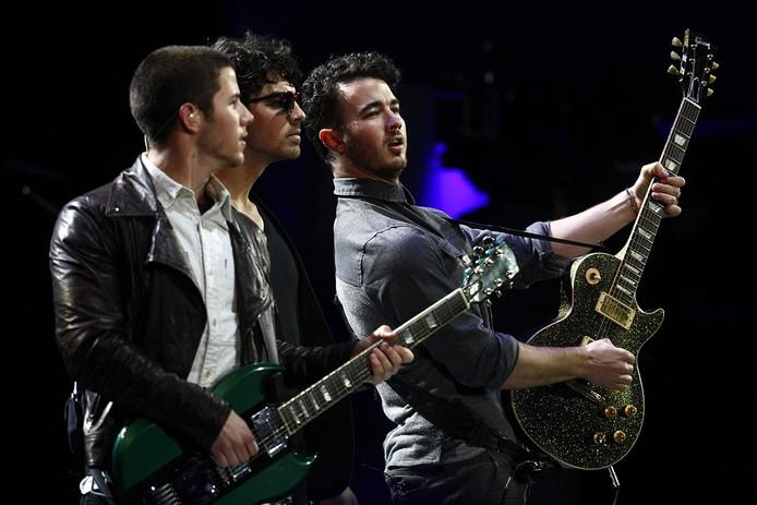 The Jonas Brothers komen na zes jaar weer bij elkaar. De broers Nick, Joe en Kevin gaan nieuwe muziek uitbrengen en er wordt een documentaire gemaakt over hun reünie, meldt The Sun.