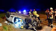 Auto overkop: bestuurder (29) zwaargewond