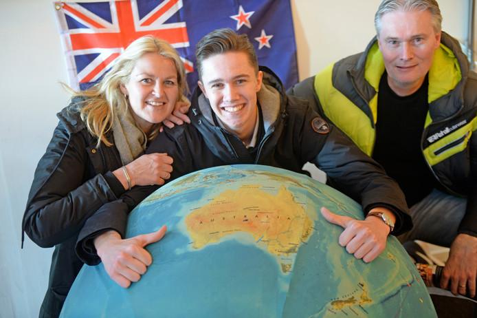 Stefan Sprakel heeft geboekt: hij gaat aan het eind van het jaar naar Australië. Moeder Debbie en vader Marcel vinden het een spannende onderneming.