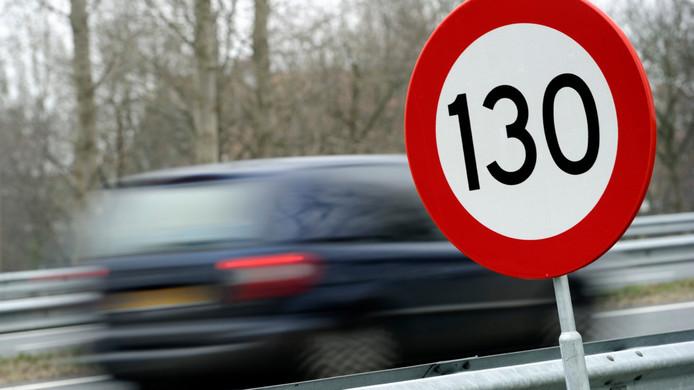 Vanaf vandaag is het afgelopen met doorrijden op de Veluwe, de maximumsnelheid is op bijna alle snelwegen rondom de Veluwe verlaagd naar 120 kilometer per uur