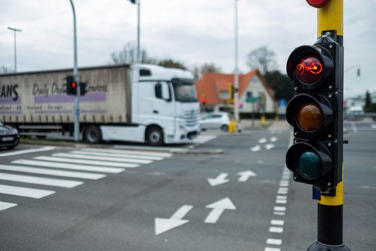 """Een van de zwarte kruispunten aan de A12/N177: """"Een nachtmerrie voor zwakke weggebruikers"""", vindt het gemeentebestuur van Schelle."""