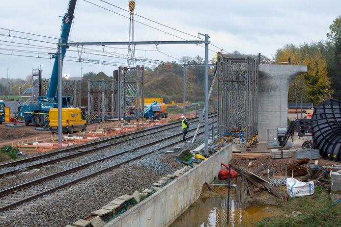 Het project moet de zeven spooroverwegen vervangen.