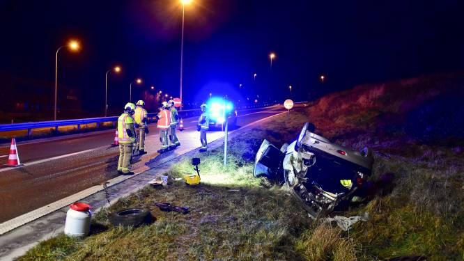 Gecrasht na achtervolging van bijna 30 kilometer op snelweg: bestuurder lichtgewond