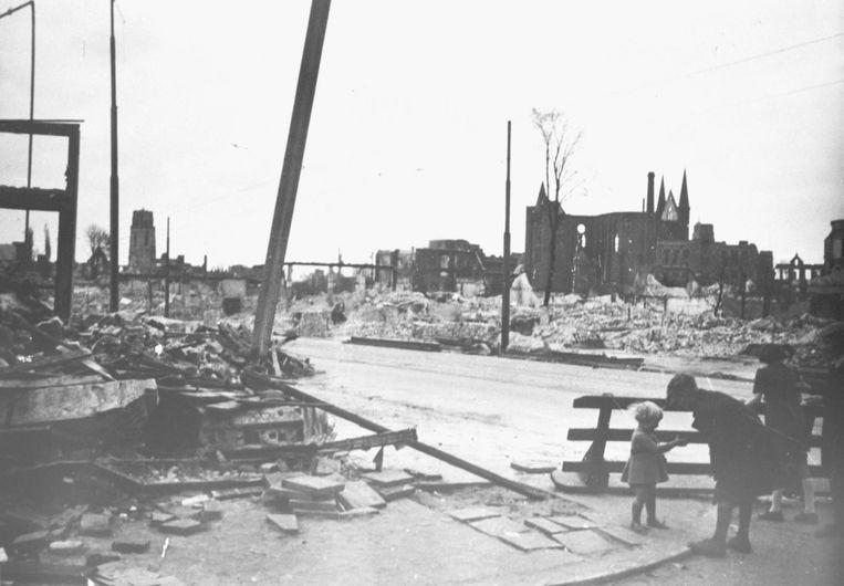 De puinhopen in Rotterdam na het Duitse bombardement van 14 mei 1940. Beeld NIOD