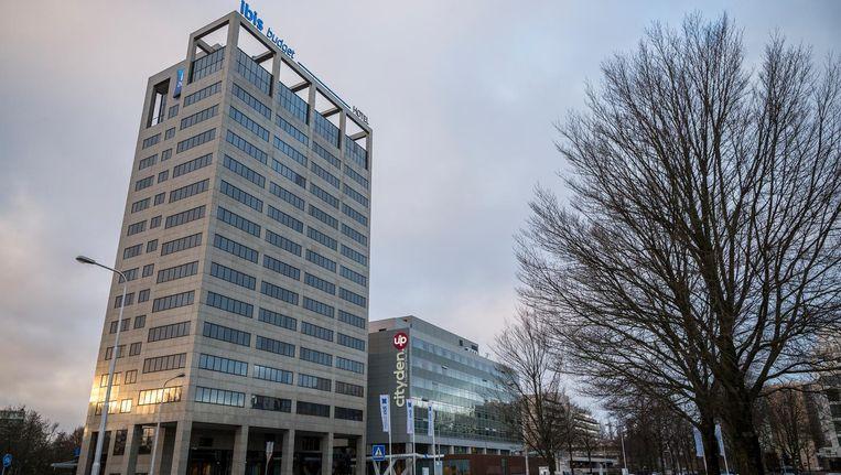 Het nieuwe Ibis Budget (links) met daarnaast shortstayhotel Cityden in de Amstelveense kantorenwijk Kronenburg Beeld Rink Hof
