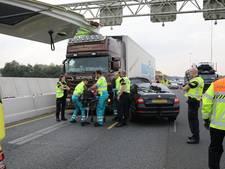 Vrachtwagenchauffeur vast na botsing op A1