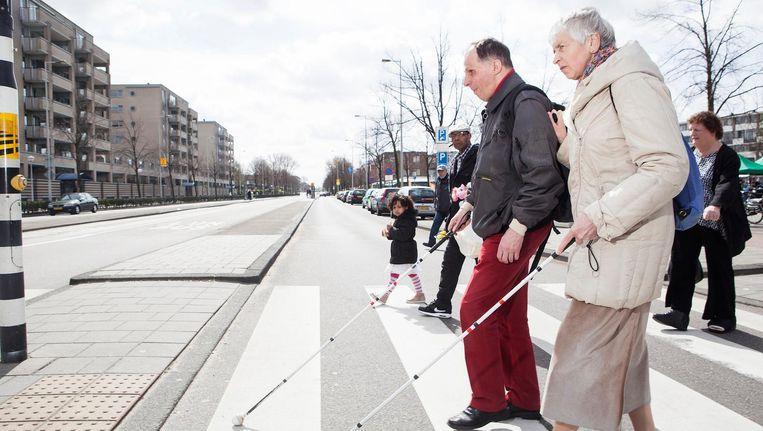 Hoe ontmoeten twee blinden elkaar? Op een busreis naar het geboortehuis van monsieur Braille natuurlijk Beeld Niels Blekemolen