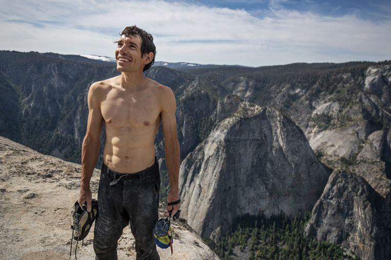 Alex Honnolds met zijn klimuitrusting op de top van El Capitan. Beeld