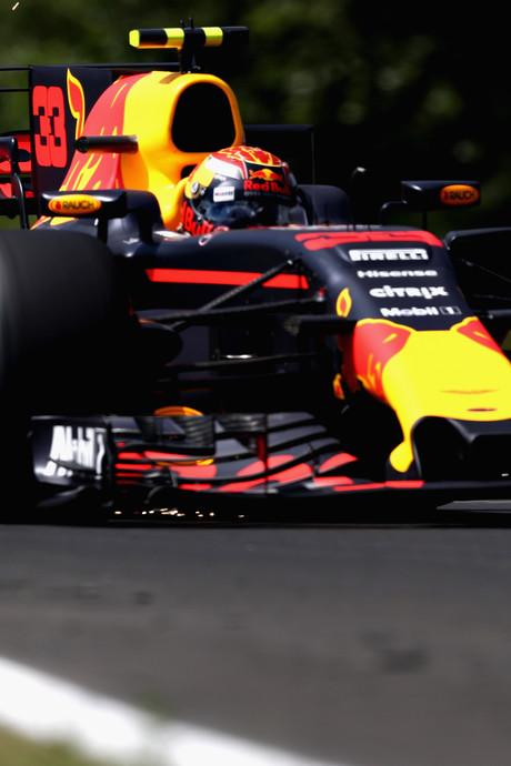 Vierde tijd voor Verstappen, Ricciardo het snelst in eerste training