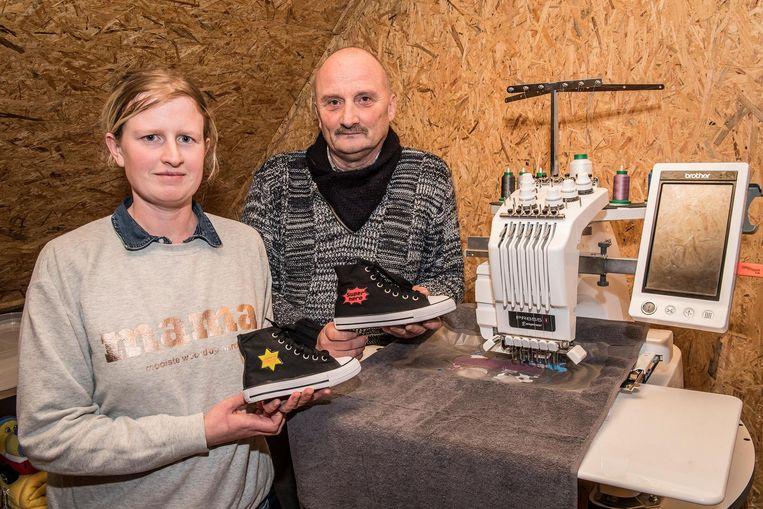 Bij Het Drukwinkeltje van Melissa en Johan Rosseel kan je je eigen sneakers ontwerpen.