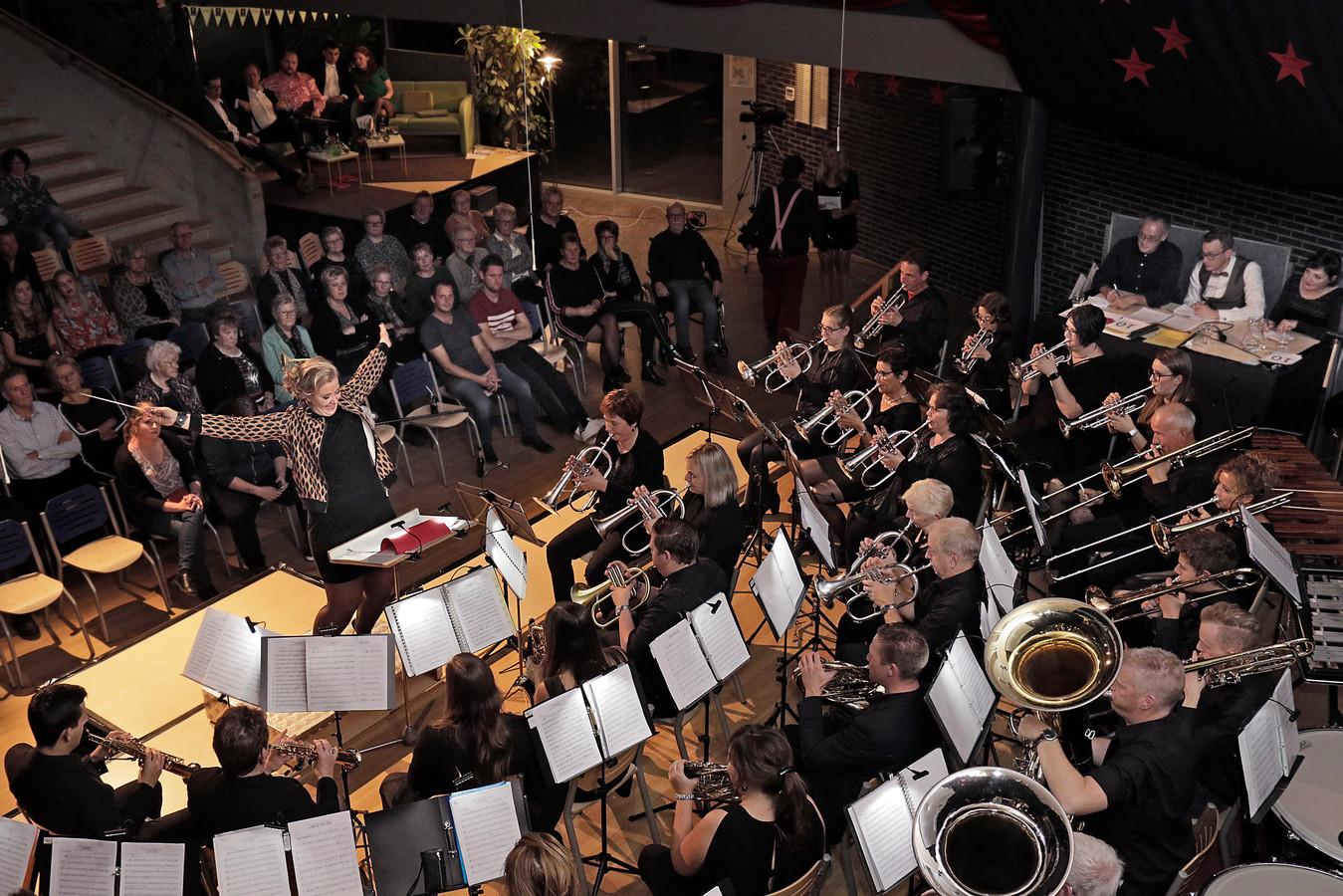 De Geffense fanfare WIK in de lokale variant van het tv-programma Maestro.