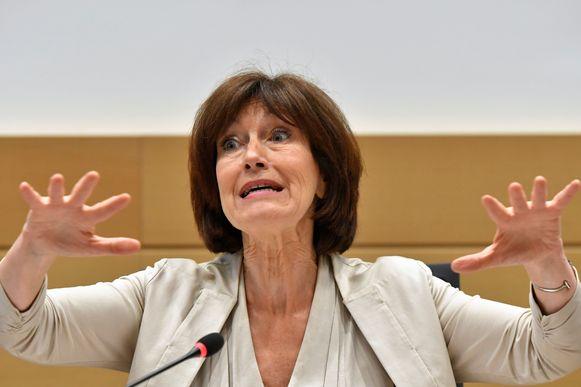 de voorzitster van de Brusselse PS-federatie Laurette Onkelinx ontkent dat zij het voorstel voor een schepenmandaat voor Mayeur gelanceerd heeft.