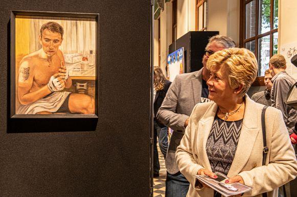 Chantal Vanrymbeke ontdekt hoe haar overleden zoon in beeld werd gebracht.