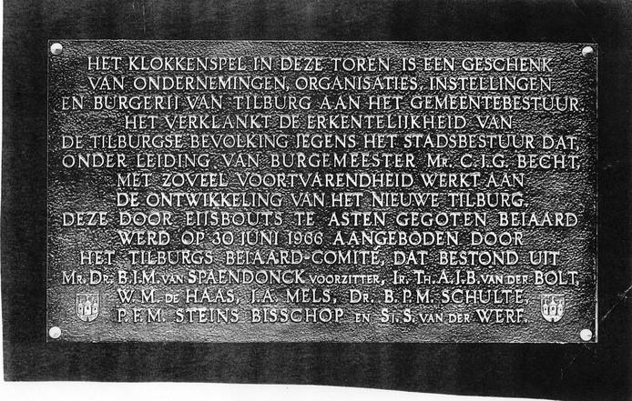 Plaquette onthuld tijdens aanbieding beiaard op 30 juni 1966