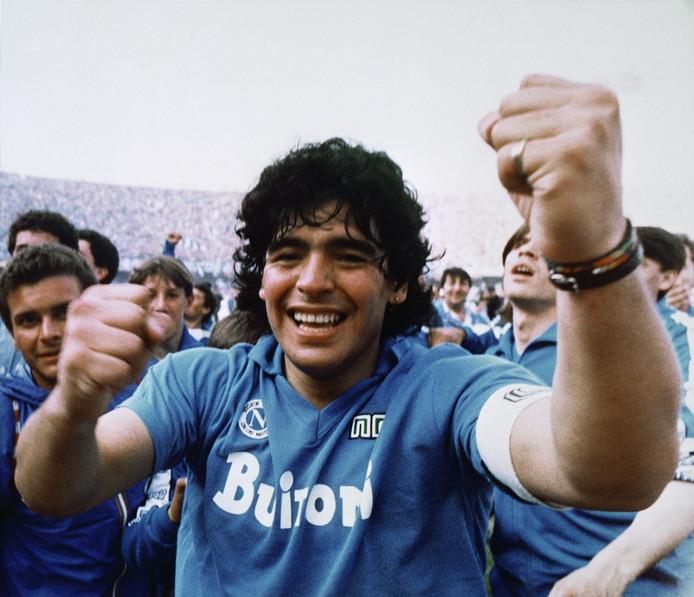 Maradona na de winst van de Italiaanse titel.
