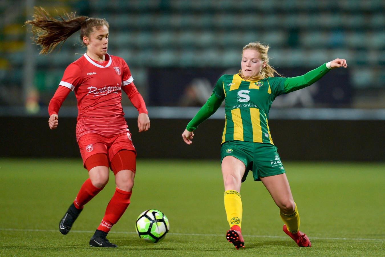 Joëlle Smits maakte in blessuretijd de 2-0.