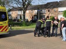 Scooterrijder gaat hard onderuit in Waalwijk en moet gewond naar het ziekenhuis