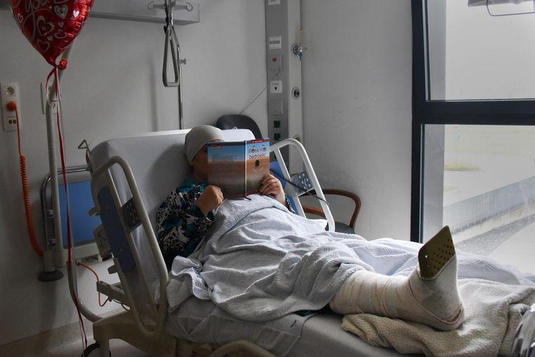 Nejma, die niet herkenbaar in de krant wil, ligt nog steeds in het ziekenhuis.