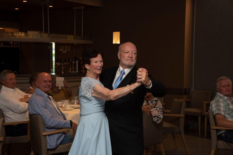 Eliane (90) danst tango op 90ste verjaardag mey danspartner Freddy.