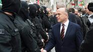 Frankrijk: al 1.233 huiszoekingen, 124 mensen aangeklaagd en 230 wapens in beslag genomen