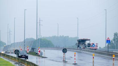 Fly-over aan kruispunt R6-Antwerpsesteenweg donderdagavond open voor verkeer, na 'belastingsproef'