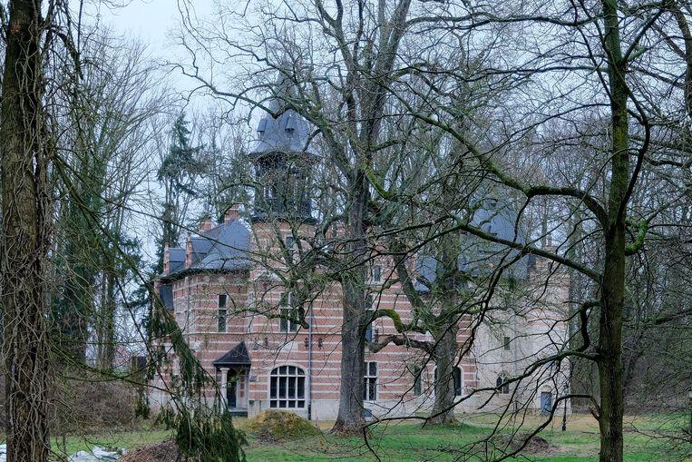 Het Kasteel Ter Meeren in Sterrebeek is al jaren voer voor discussie, maar de restauratiewerken laten voorlopig op zich wachten.