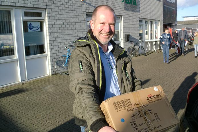 Jac van As kocht bij Vesta Vuurwerk in Roosendaal vuurwerk voor zijn zoon.