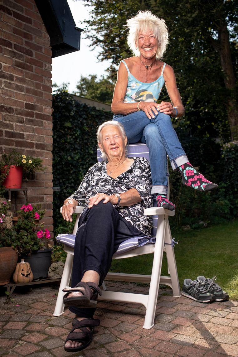 Jetske (L) en Brigitte Beeld Harmen De Jong