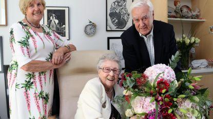 """De Wending viert 104-jarige Marthe: """"Slechte oren en ogen... maar ik moet nooit mijn zitplaats afstaan"""""""