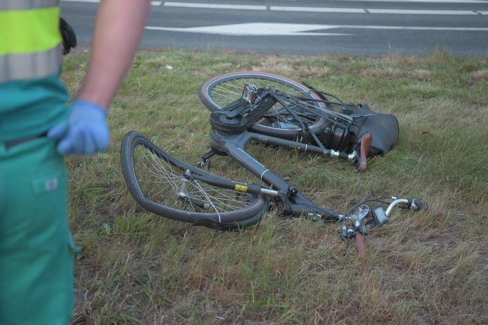 Vrouw op de fiets aangereden door een auto.