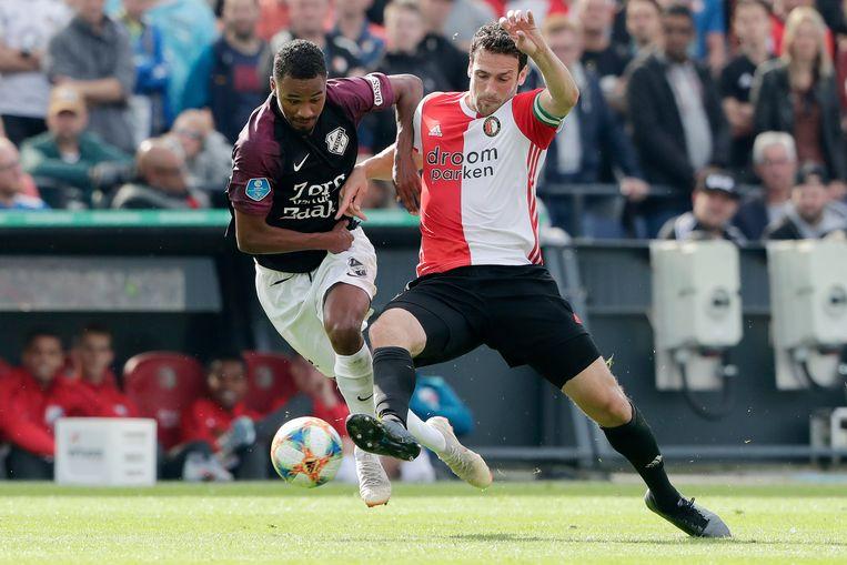 Patrick Joosten van FC Utrecht en Feyenoord-verdediger Eric Botteghin strijden om de bal. Beeld BSR Agency