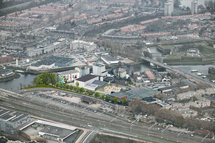 Luchtfoto Tramkade met nieuwe Kaaihal op Tramkade, achter de Verkadefabriek in Den Bosch.