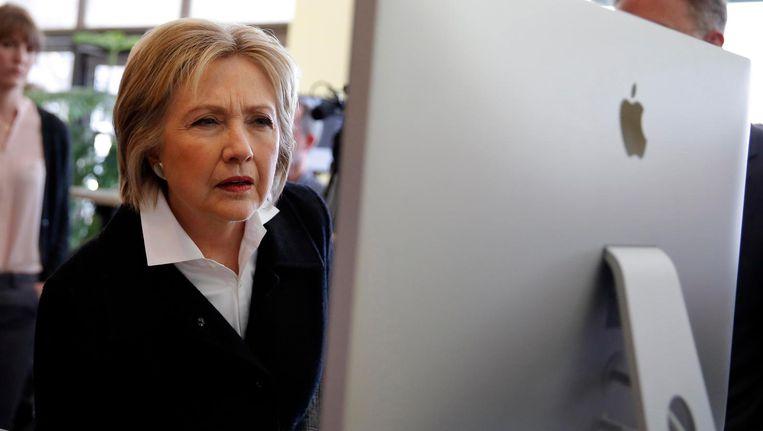 Presidentskandidate Hillary Clinton is tijdens haar campagne op bezoek bij Atomic Object, een bedrijf dat software ontwikkelt. Beeld reuters