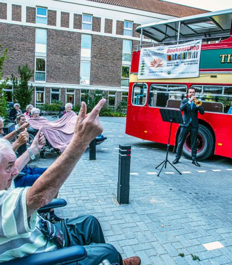 'Coronatour' Amsterdams Brass Quintet zorgt voor geluksmomentjes in Tilburg