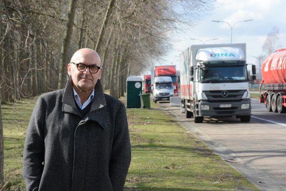 Boudewijn Vlegels aan één van de servicepunten voor truckers langs de Keetberglaan.
