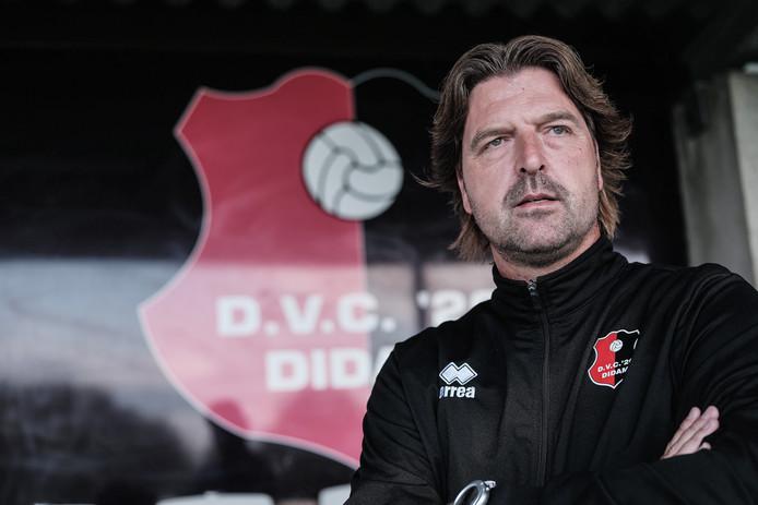 Edwin Hoogerdijk blijft nog een jaar bij tweedeklasser DVC'26 in Didam.